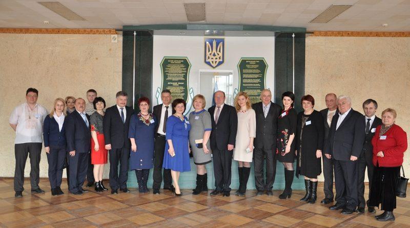 Учасники Всеукраїнської олімпіади з хімії у Чернівцях виконали спільну присягу