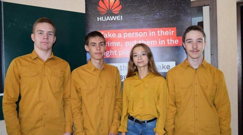 Учнівська збірна серед переможців на Міжнародній олімпіаді з інформатики: здобули 4 срібні медалі