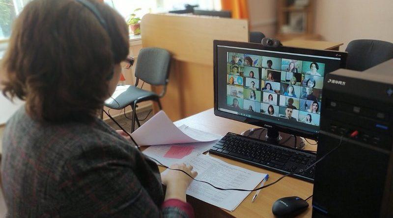 Обираємо найкращих учителів року онлайн