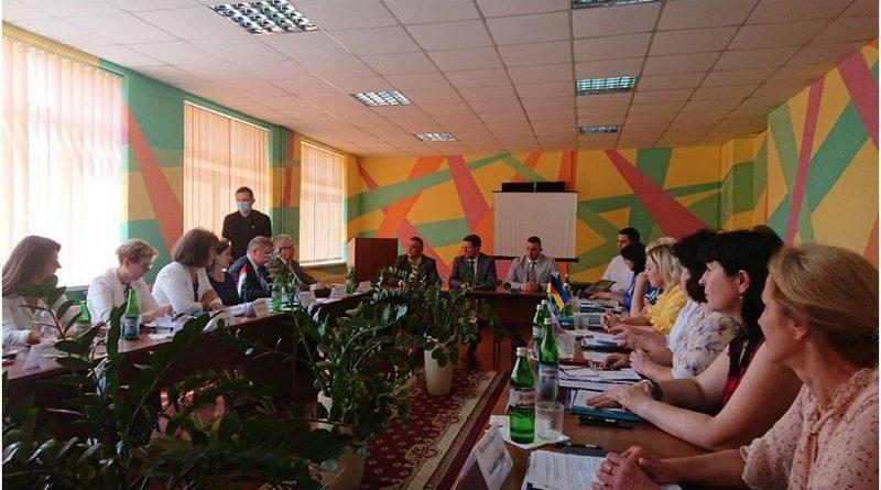 Конструктивний діалог за круглим столом щодо забезпечення  освітніх потреб угорської національної меншини в Україні зробив наші держави значно ближчими